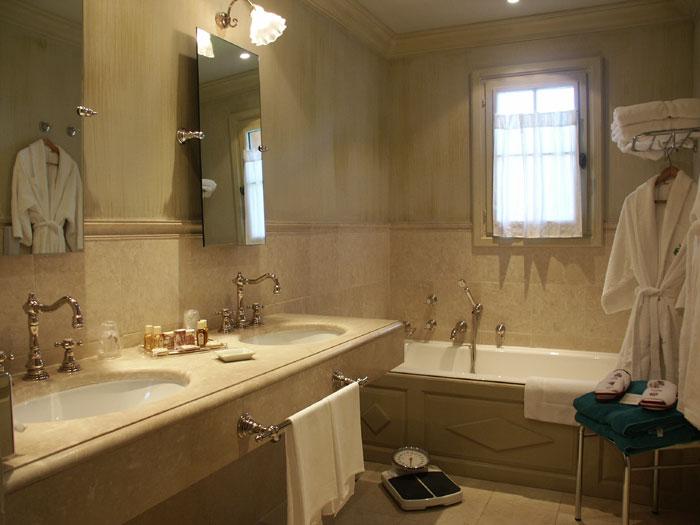 Nouvelle page 1 for Salle de bain avec douche et baignoire de luxe